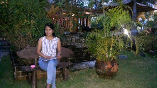 Santa Ana, Philippinen: Outside in the garden ...