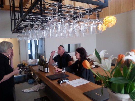 نيلسون, نيوزيلندا: Rimu bar in Motua