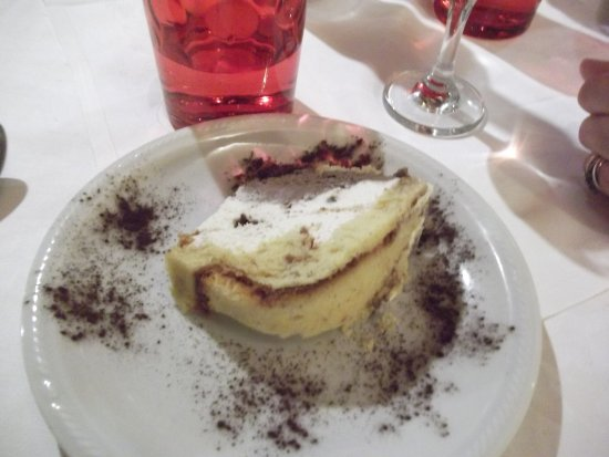 Trattoria Gigi Di Lippi Luciano: The other deserts were pretty good too :)