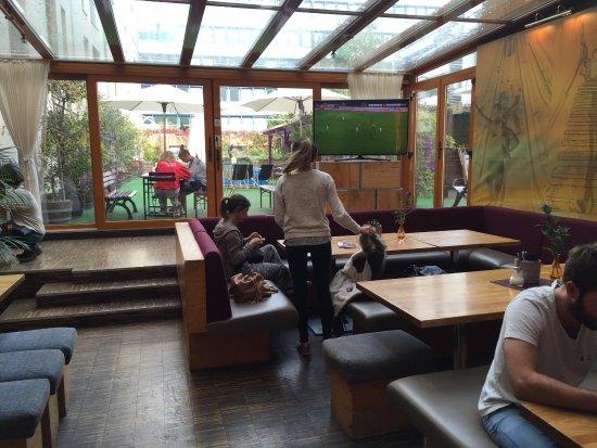 Zona de descanso - Picture of baxpax downtown Hostel Hotel ...