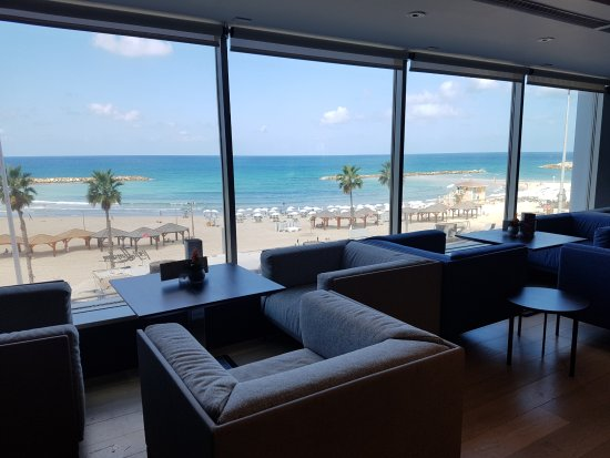 Sheraton Tel Aviv Hotel: A great place for a drink at the end of the day