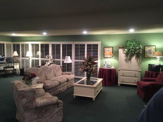 Lamp Liter Inn: Очень уютный ресепшн