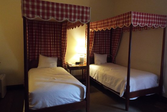 Colonial Houses-Colonial Williamsburg: Rooms are quite small and if you want 2 beds they are twins.
