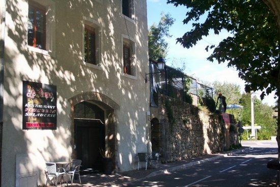 Entrecasteaux, Fransa: sortie village route de salernes