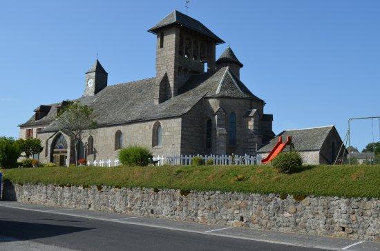 Entraygues-sur-Truyere, Франция: église du village