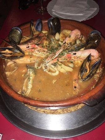 Meson Andaluz Vicente: Excellente Zarzuela 👍 Rapport qualité prix excellent aussi 😜 2 cocktails 1 zarzuela pour 2  =