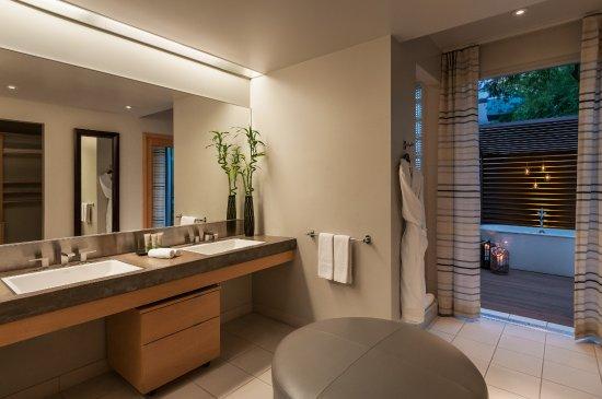 Sanctuary Camelback Mountain: Spa Suite Bathroom