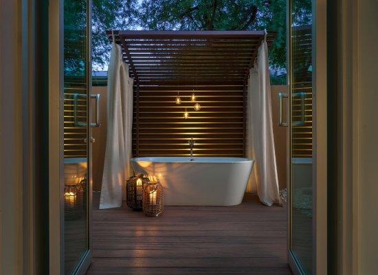Sanctuary Camelback Mountain: Spa Suite Outdoor Bath