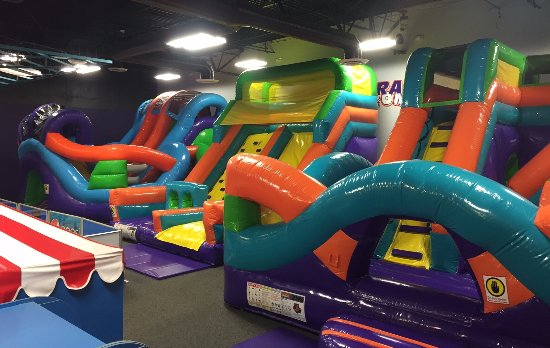 ‪‪Rocklin‬, كاليفورنيا: Bounce in our 3 incredible inflatables - perfect for kids 10 and under‬