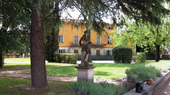 Crespina, Italia: eine Statue