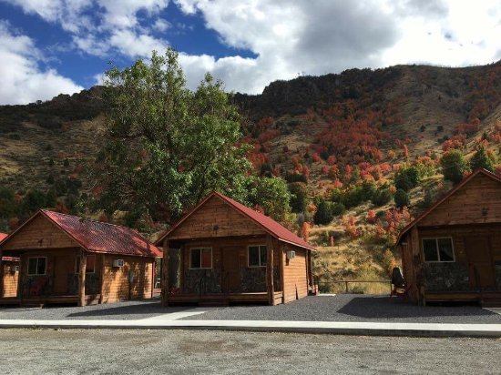 Lava Hot Springs KOA: Cabins are walking distance to hot springs.