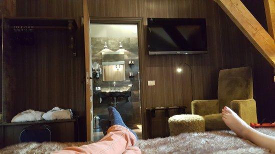 Main Street Hotel: The Wild room