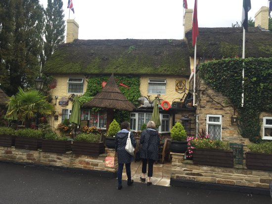 Asenby, UK: Thatched roofs, lobster pots and climbing vines over the patio are a great welcome
