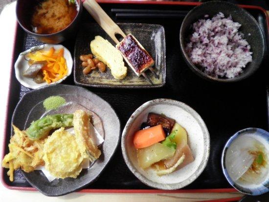 Road Station Obachanichi Yamaoka: おばあちゃん市の食堂で食べた料理