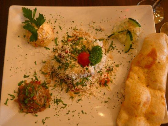 Honefoss, Norwegia: Salatene er delikat presentert!