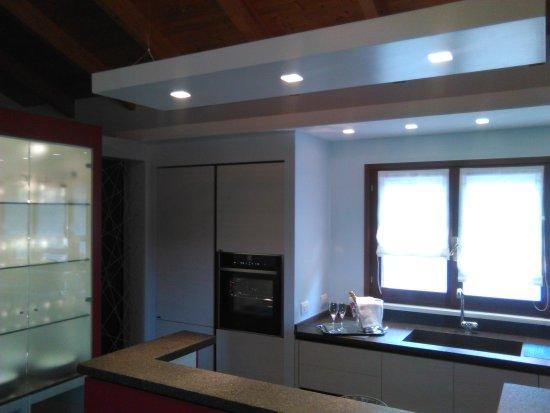 cucina (open space) - Picture of Agriturismo Il Pettirosso, Fano ...