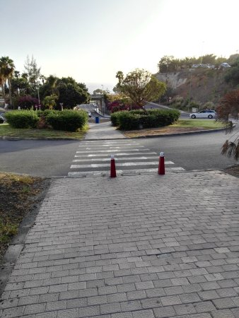 Hotel Terraza Amadores: in fondo a questa strada la spiaggia