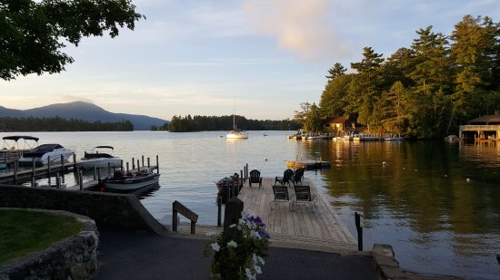 Carey's Lakeside Cottages: early morning view