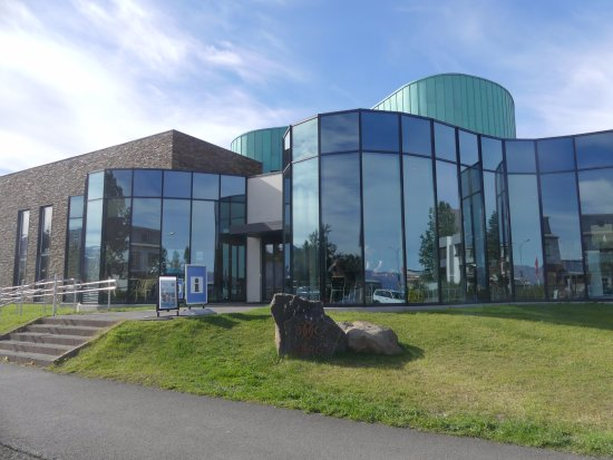 Dalvik, Islandia: The library in which the cafe is located.