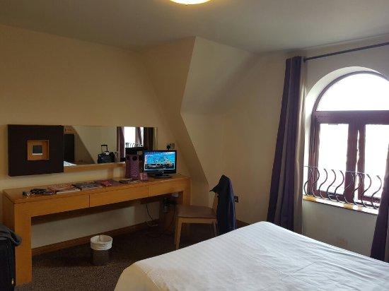 Madison's Hotel: 20160913_153203_large.jpg