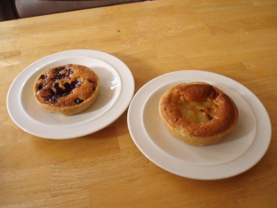 Callander, UK: Berry and apple frangipane