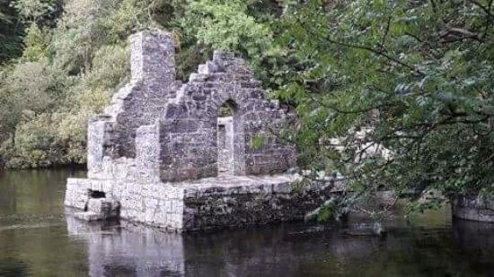 Конг, Ирландия: The monks fisher house.
