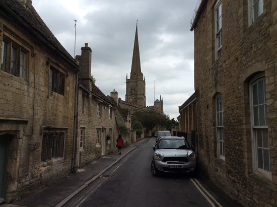 ‪‪Burford‬, UK: A great church at the end of the street‬