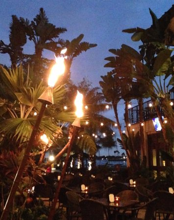 Catamaran Resort Hotel and Spa: This picture was taken on the outside patio just as the tiki torches were lit simply beautifuk