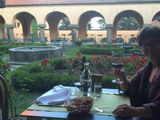 Сигтуна, Швеция: Middag ute i den fina trädgården