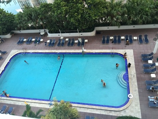 Doubletree by Hilton Grand Hotel Biscayne Bay: Great pool!