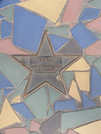 Biggera Waters, Австралия: Stars with famous movie quotes on the footpath