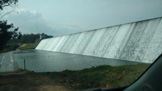 Sao Francisco de Paula, RS: passagem de carro na frente da barragem!