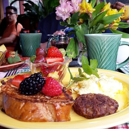 Cedar House Inn & Yurts: One of MaryBeth's vegetarian breakfasts with veggie sausage, French toast, scrambled eggs and fr