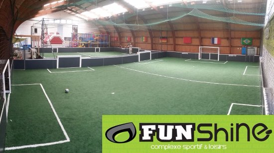 Vendee, Frankreich: Terrains foot indoor + structure tubulaire + gonflable
