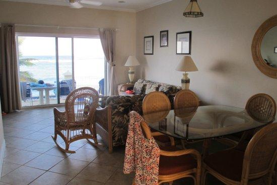Bodden Town, Gran Caimán: Beachfront Condo 4 living area