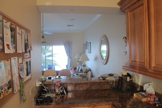 Bodden Town, Grand Cayman: Beachfront Condo 4 living area from kitchen