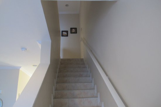 Bodden Town, Gran Caimán: Beachfront Condo 4 stairway
