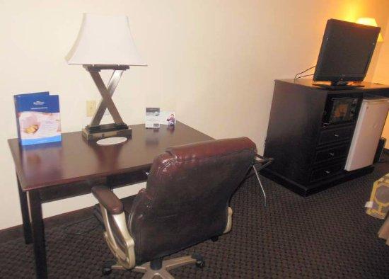 Baymont Inn & Suites Battle Creek Downtown: Work area
