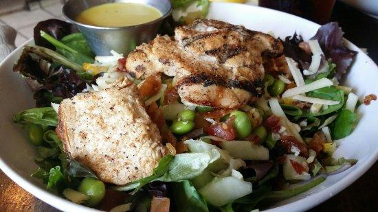 Ocoee, FL: Grilled chicken salad.