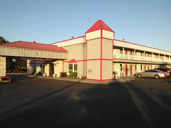 Marshall, IL: Very nice hotel, with comfy beds and Friendly staff. Close to many restaurants. Right off the ex