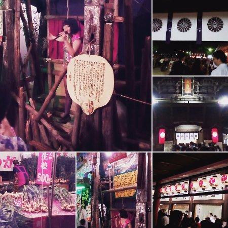 Hakozakigu: 強烈だったゴキブリコンビナートの見世物小屋など、大混雑です