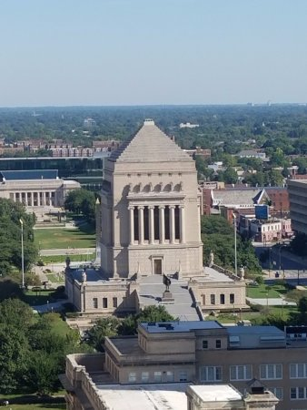 Colonel Eli Lilly Civil War Museum - Soldiers & Sailors Monument: View from the top