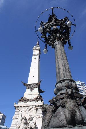 Colonel Eli Lilly Civil War Museum - Soldiers & Sailors Monument: Lights and fountain around monument are very cool