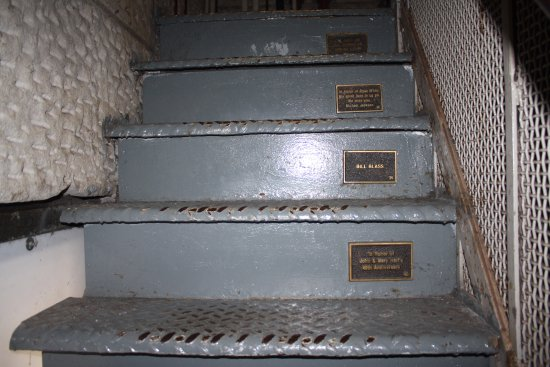 Colonel Eli Lilly Civil War Museum - Soldiers & Sailors Monument: Stairs