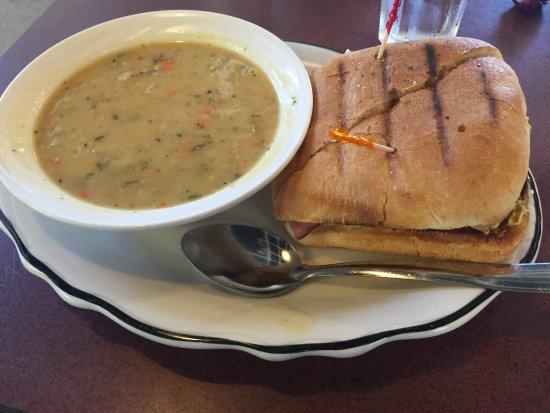 Iowa City, IA: Great Lunch, Great Service !!!