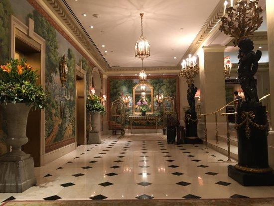 Hotel Plaza Athenee New York: photo1.jpg