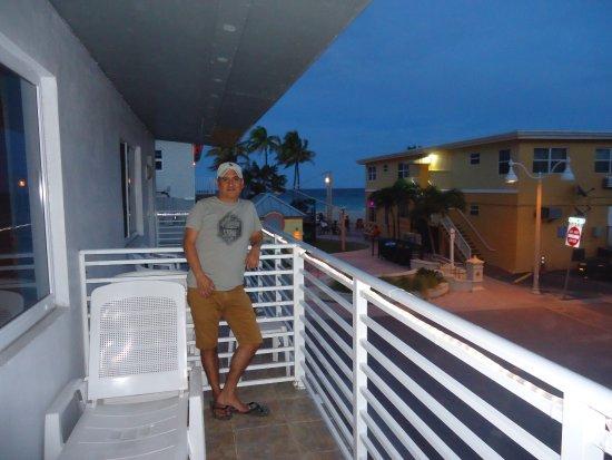 Mariner Motel: en el balcon del hotel , vista de la habitacion 45