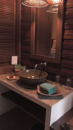 Sukau Rainforest Lodge: washbasin in bedroom