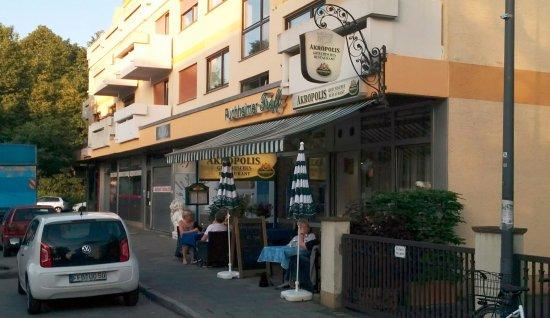 Puchheim, Germany: Im Sommer kann man gut draußen sitzen.
