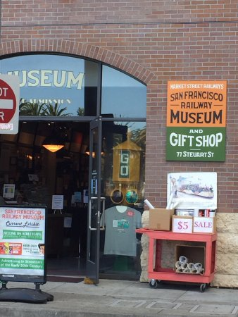 San Francisco Railway Museum: Entrance to the small, but free museum